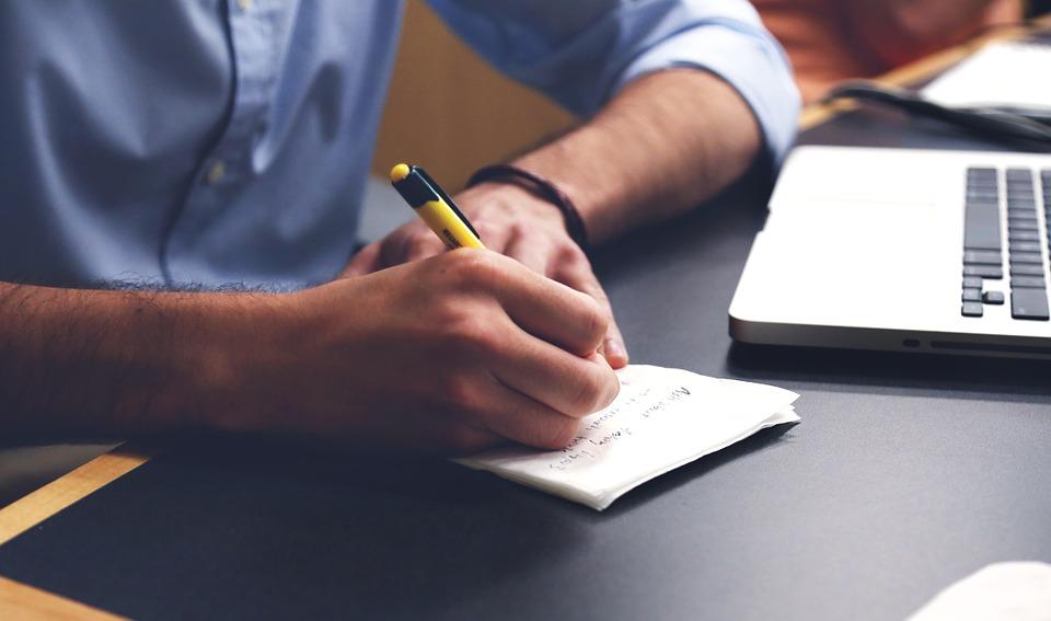 pisanie na kartce